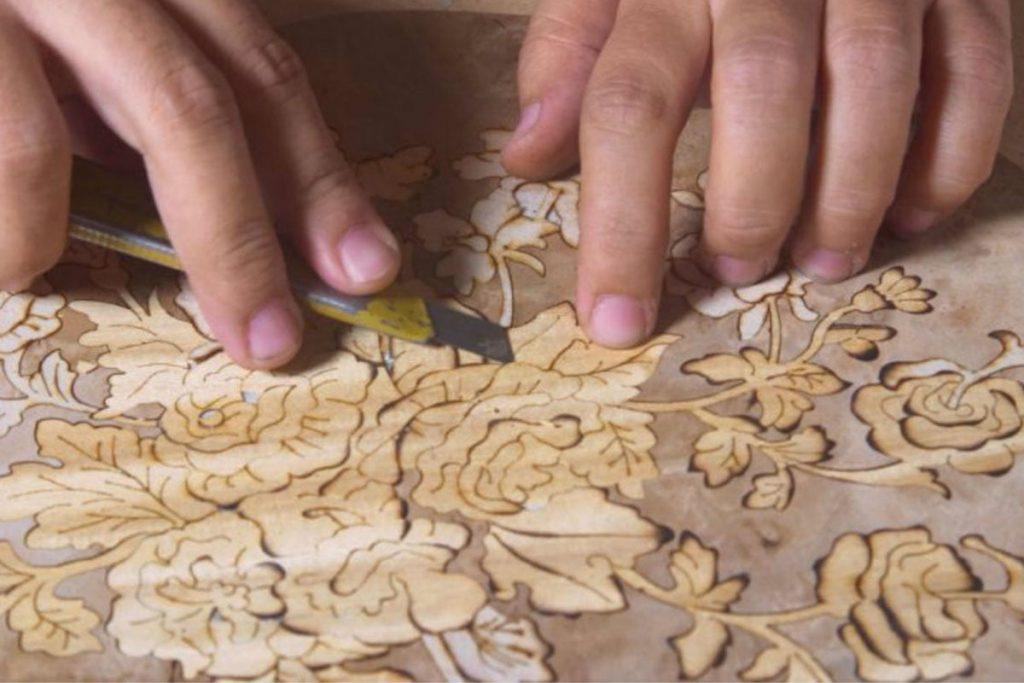 منبت کاری از انواع صنایع دستی چوبی